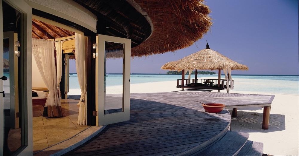 BT-maldives-vabbinfaru-gallery-hotel-deluxejetpool-1280x670